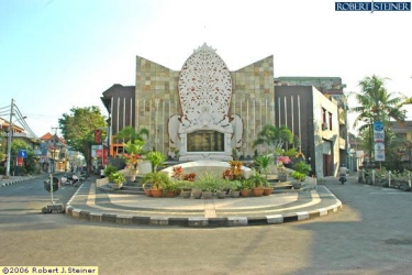 Tragedi Kemanusiaan Monument @ Jalan Raya Legian
