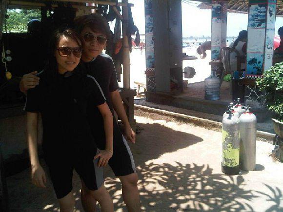 Salah satu pasangan Honeymoon Bali kami yang sedang bersiap Diving di Tanjung Benoa Bali.