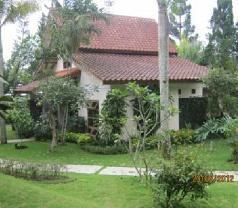 Puri Anandita Resort Photos