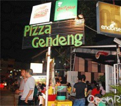 Pizza Gendeng Photos