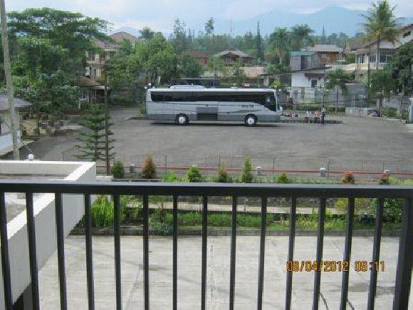 Hotel Rudian Mempunyai area parkir yang luas serta bisa dijangkau dengan kendaraan bus besar sampe ke lokasi