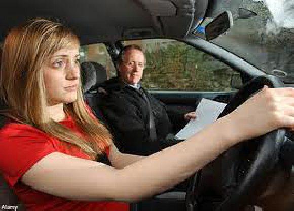 Yunia kursus mengemudi